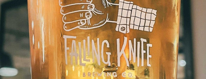 Falling Knife Brewing is one of Locais curtidos por Meredith.