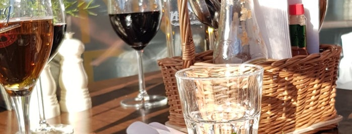 Nodo Café & Bistro is one of Simon : понравившиеся места.