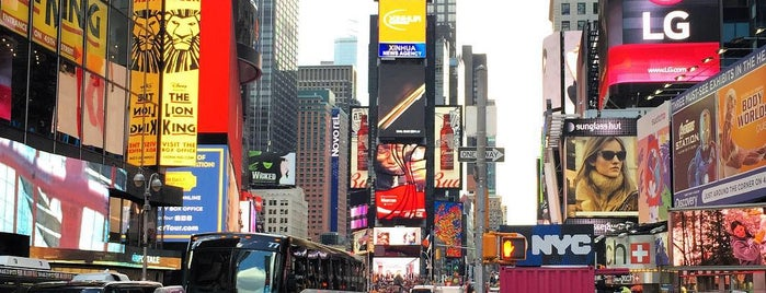 Times Square is one of Orte, die Joao gefallen.