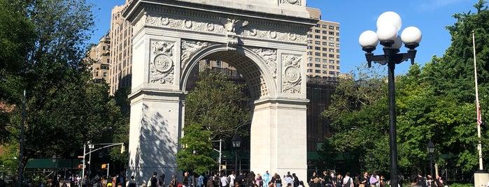 Washington Square Park is one of Tempat yang Disukai Joao.