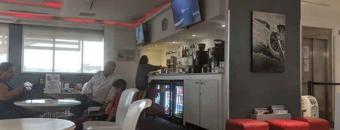 VIP Lounge Avianca is one of Lugares favoritos de Leo.