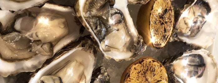 The Oyster bar is one of Mike 님이 좋아한 장소.