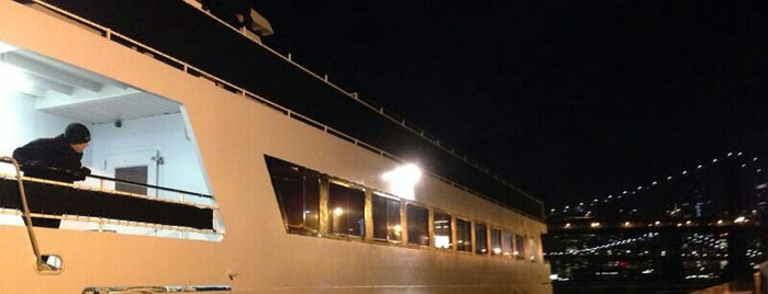 Empress Yacht is one of New York New Years Eve 2015.