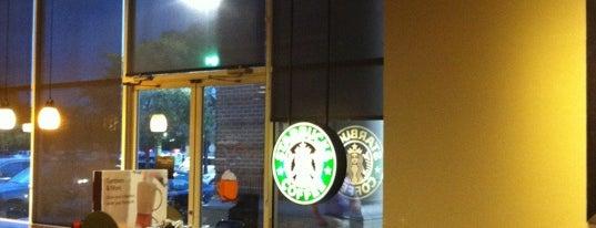 Starbucks is one of Locais curtidos por Juanma.