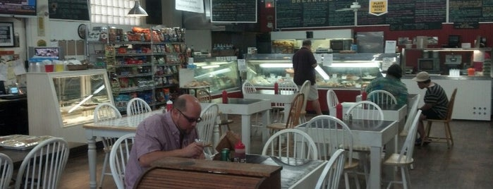 Argyle Marketplace Deli & Cafe is one of Posti che sono piaciuti a Jason.