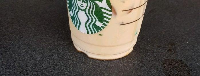 Starbucks is one of Posti che sono piaciuti a Tuba.