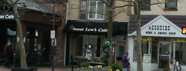 Sweet Lew's Cafe is one of Lugares guardados de Lizzie.