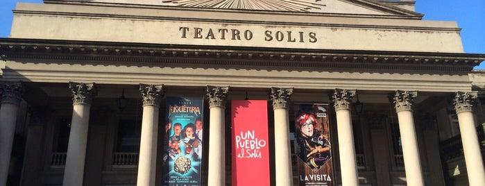 Teatro Solís is one of Lugares favoritos de Janete.