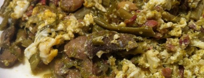 Taberna Sociedad de Plateros is one of Donde comer y tapear en Córdoba.