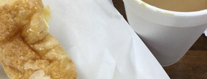Taino's Bakery and Deli is one of Tempat yang Disukai Rhodé Amira.