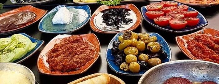 Elma Kabuğu Gurme&Cafe is one of Kahvaltı.