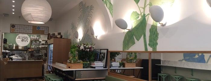 Maisie Café is one of Granola & Açai Bowl in Paris.