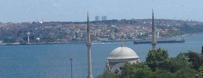 The Ritz-Carlton Istanbul is one of Lieux qui ont plu à Tekin.