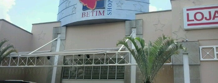 Betim Shopping is one of Tempat yang Disukai Vítor.