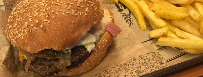 Harbi Burger is one of Locais curtidos por Baturalp.