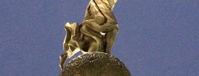 Монумент Незалежності України / The Monument of Independence of Ukraine is one of Orte, die Dar gefallen.
