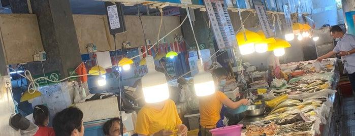 第一市场 is one of Санья.