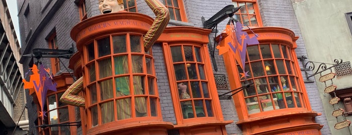 Weasleys' Wizard Wheezes is one of Tempat yang Disukai Alan.
