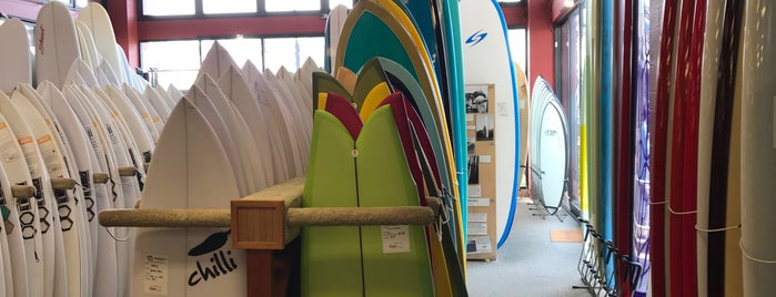 Hansen Surfboards is one of Lugares favoritos de Scott.