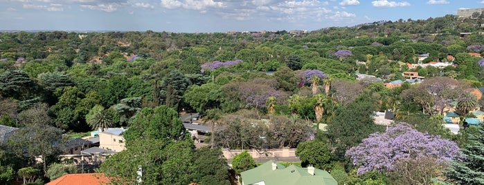 Four Seasons Hotel The Westcliff, Johannesburg is one of Lugares favoritos de Sabrina.