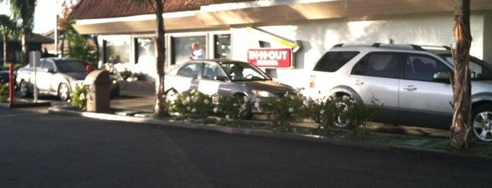 In-N-Out Burger is one of สถานที่ที่ J. ถูกใจ.