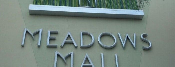 Meadows Mall is one of Lugares favoritos de Traci.