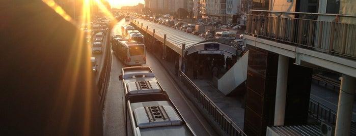 Avcılar Metrobüs Durağı is one of สถานที่ที่บันทึกไว้ของ Isa Baran.