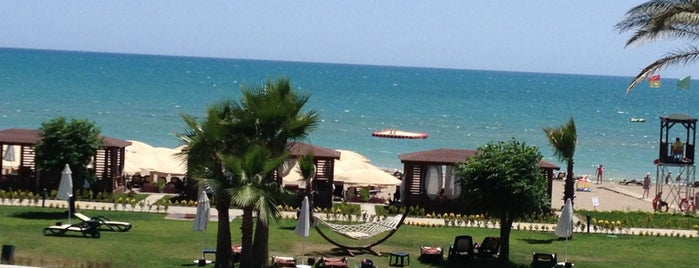 Maritim Pine Beach Resort is one of Posti che sono piaciuti a Ata.
