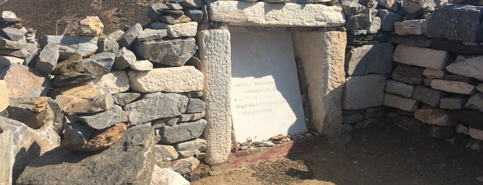 Homer's Tomb is one of Marcos 님이 좋아한 장소.