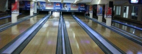 Oasis Bowling is one of Lieux qui ont plu à Ceylan.