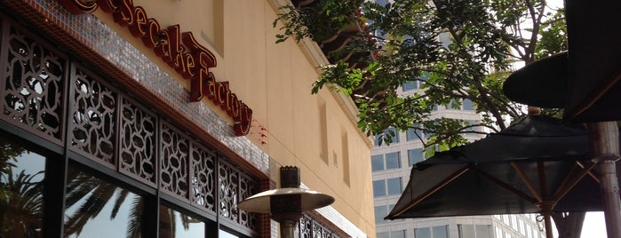 The Cheesecake Factory is one of Lugares favoritos de Sherif.