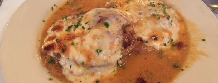 Luciano's Italian Restaurant is one of Tempat yang Disimpan Richard.