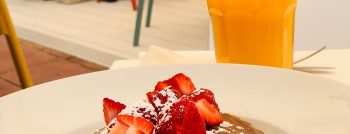 Fresh Food Café is one of andalusia.