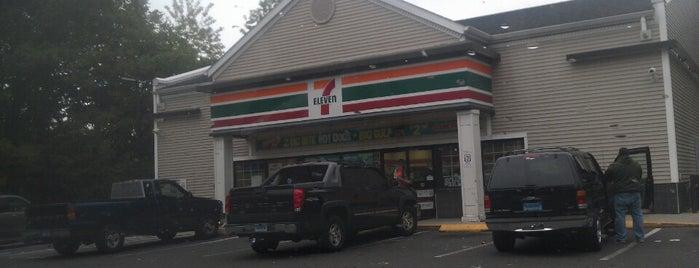 7-Eleven is one of สถานที่ที่ Lindsaye ถูกใจ.