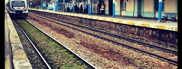Maltepe Tren İstasyonu is one of สถานที่ที่ Ferdi ถูกใจ.