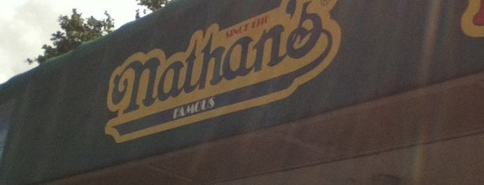 Nathan's is one of Lugares favoritos de Jim.