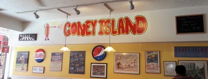 Coney Island is one of Lieux qui ont plu à Chuck.