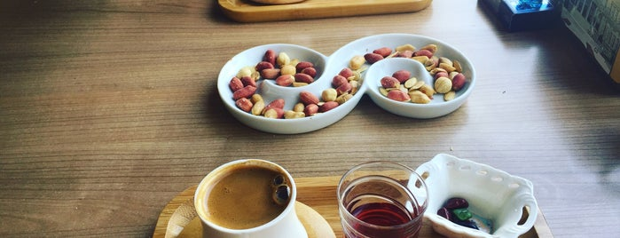Mesken Cafe is one of Orte, die Ozn_l gefallen.