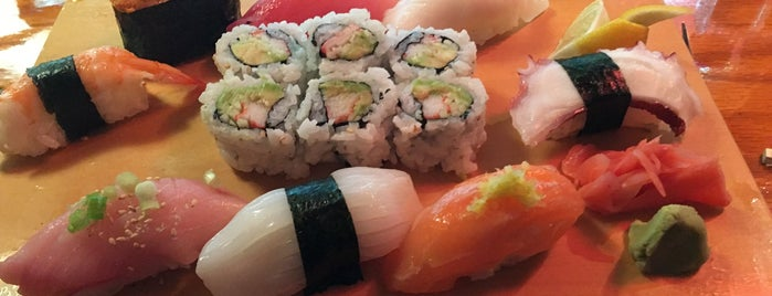 Sushi Yoshi is one of Lugares favoritos de Emily.