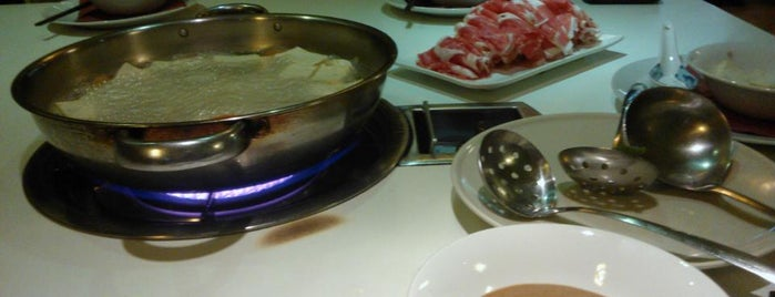 Lou Hot Pot bar is one of Zoltanさんのお気に入りスポット.