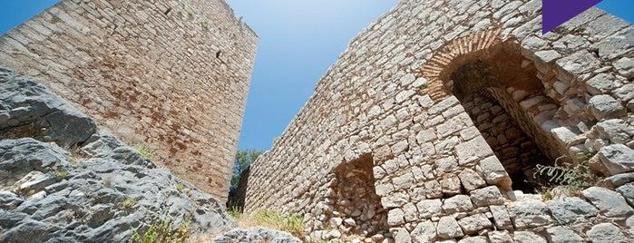 Castillo de Otíñar is one of Lugares Míticos de Jaén.
