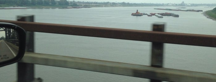 Confluence of the Mississippi and Ohio Rivers is one of USA 3.