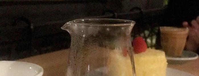 Coffee Cherries is one of Tempat yang Disukai Alanood.