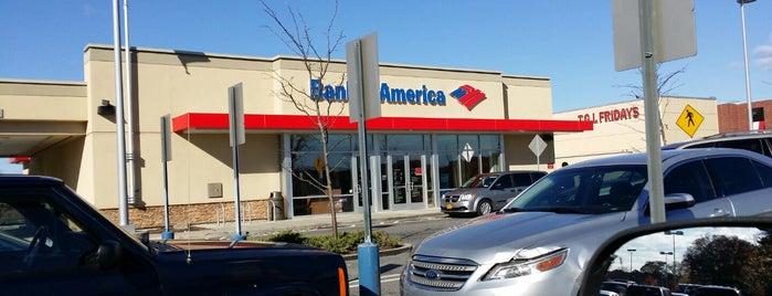 Bank of America is one of สถานที่ที่ jennifer ถูกใจ.