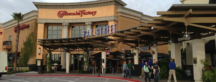 The Cheesecake Factory is one of Рестораны.