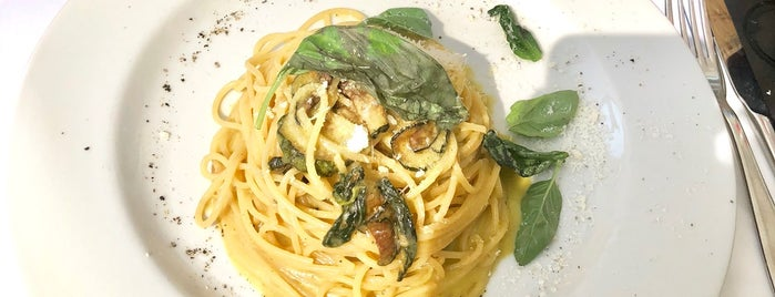 Da Pecchia Pizzeria Napoletana is one of Posti che sono piaciuti a Turker.