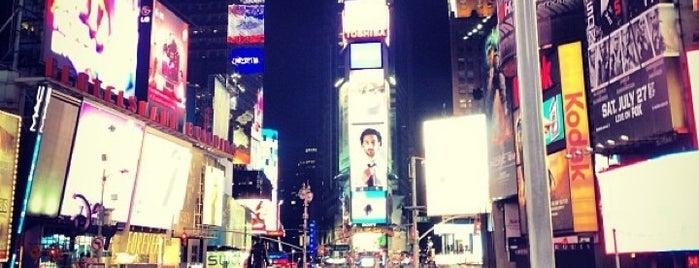 Times Square is one of Lugares donde estuve en el exterior.