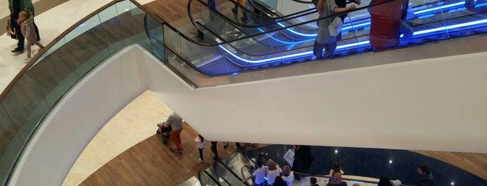 River Mall is one of Locais curtidos por Вова.