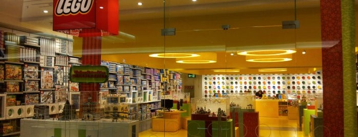 LEGO Shop is one of Orte, die J gefallen.