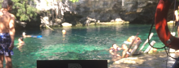 Cenote Cristalino is one of สถานที่ที่ Miguel ถูกใจ.